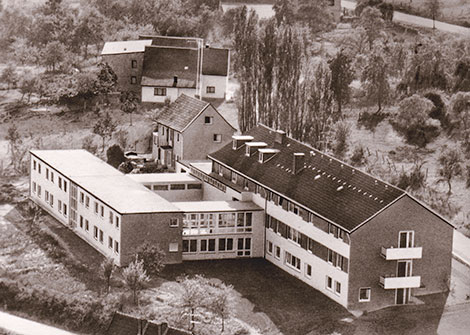 Auf dem Baugrund des Heinz-Frings-Hauses wurde 1984 das Franziskus-Haus gebaut.
