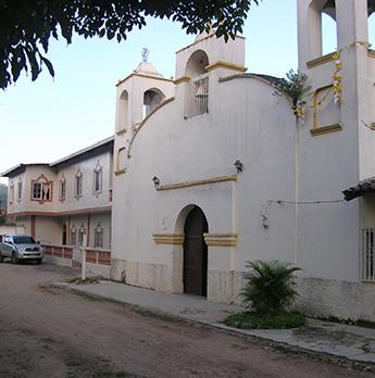 Kirche und Schwesternhaus in Jacaleapa
